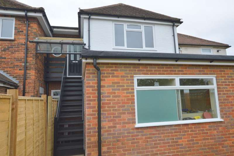 3 Bedrooms Maisonette Flat for sale in St Thomas's Rd, Stopsley, Luton, LU2 7UY