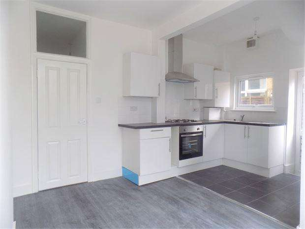 2 Bedrooms Ground Flat for sale in Brownhill Road, Catford, London, SE6 2DJ
