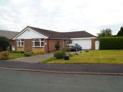 3 Bedrooms Bungalow for sale in Coniston Close, Beechwood, Runcorn, Cheshire, WA7