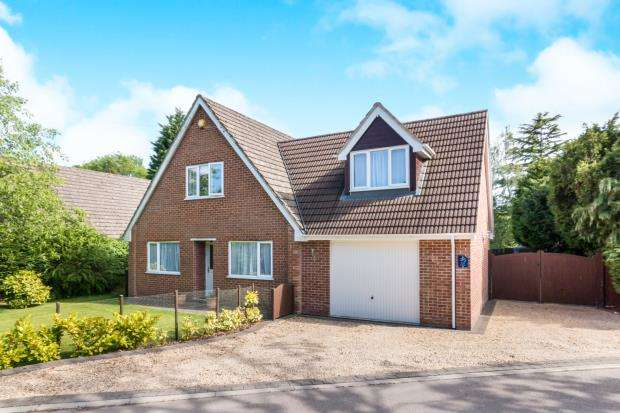 4 Bedrooms Bungalow for sale in Tadley, Hampshire, England