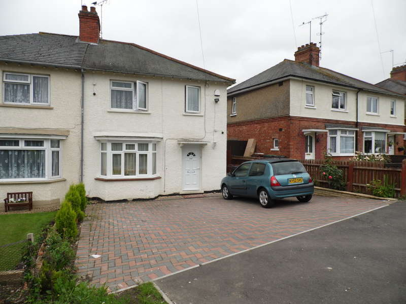 3 Bedrooms Semi Detached House for sale in Irchester Road