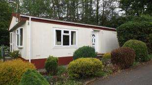 2 Bedrooms Mobile Home for sale in Turtle Dove Avenue, Turners Hill Park, Turners Hill, West Sussex
