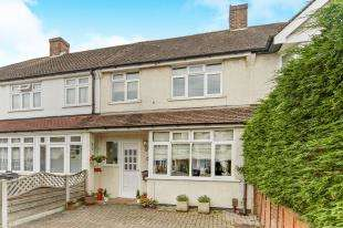 3 Bedrooms Terraced House for sale in Chaffinch Avenue, Shirley, Croydon, Surrey