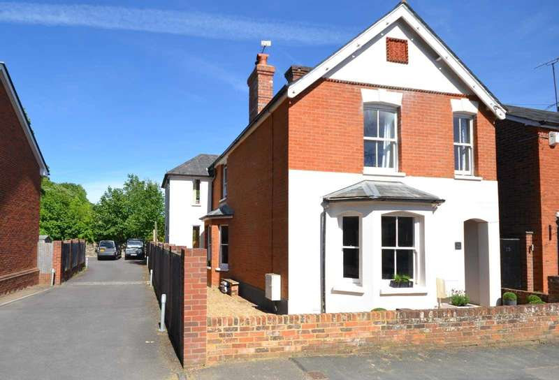 4 Bedrooms Detached House for sale in Farnham