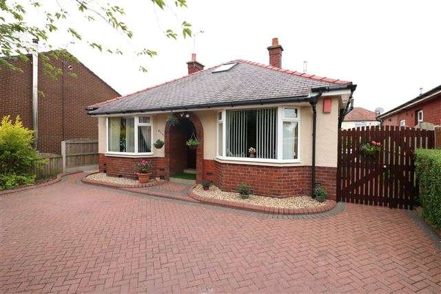 4 Bedrooms Bungalow for sale in Harraby Grove, Carlisle, Cumbria, CA1 2QN