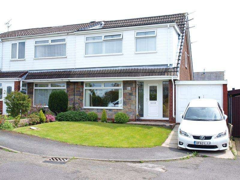 3 Bedrooms Semi Detached House for sale in Highlands, Smithybridge, OL15 0DS