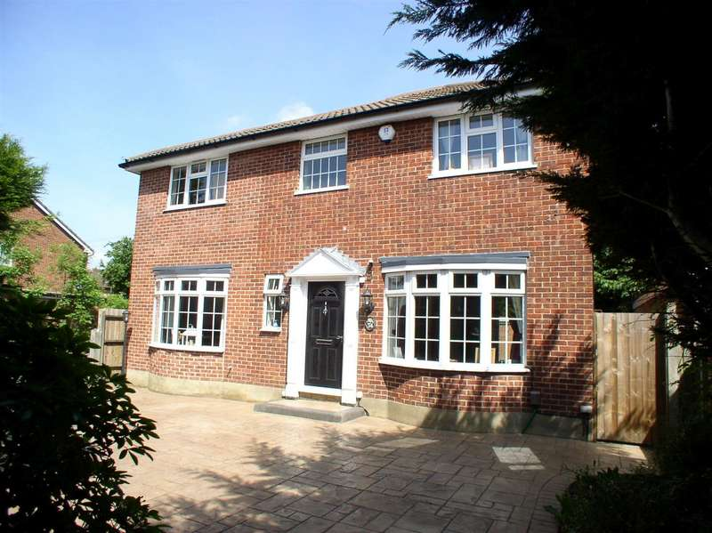 4 Bedrooms Property for sale in Esher Road, Hersham, Walton-On-Thames