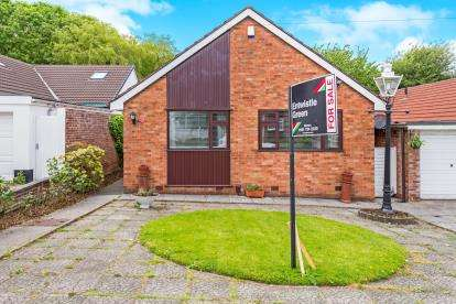3 Bedrooms Bungalow for sale in Quickswood Drive, Woolton, Liverpool, Merseyside, L25