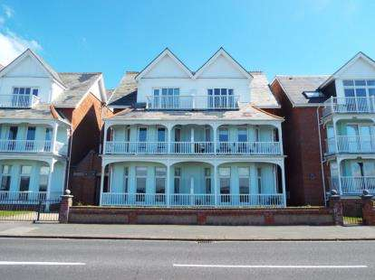 2 Bedrooms Flat for sale in 23 Marine Parade West, Lee-On-The-Solent, Hampshire