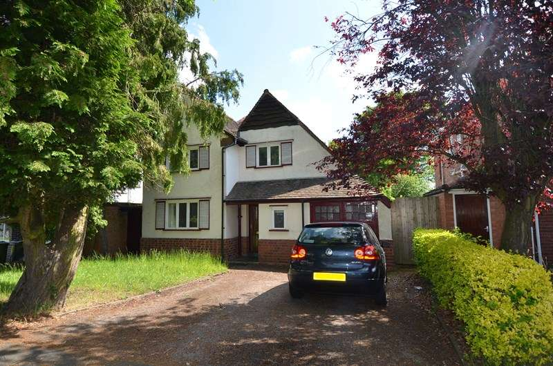 3 Bedrooms Detached House for sale in Grove Road, Kings Heath, Birmingham