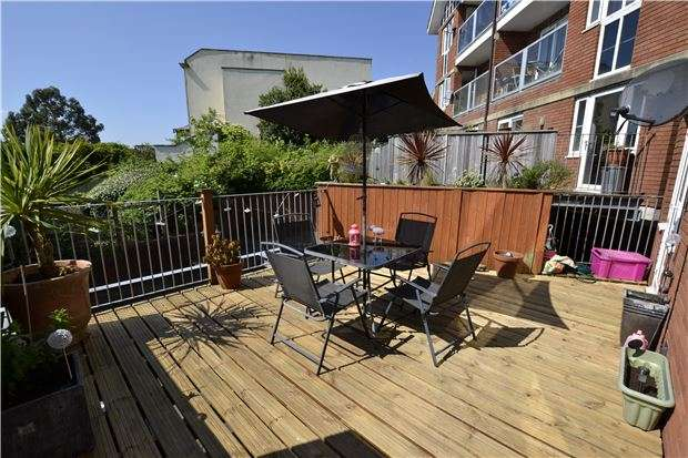 2 Bedrooms Flat for sale in Newland Heights, Bristol, BS7 9AS