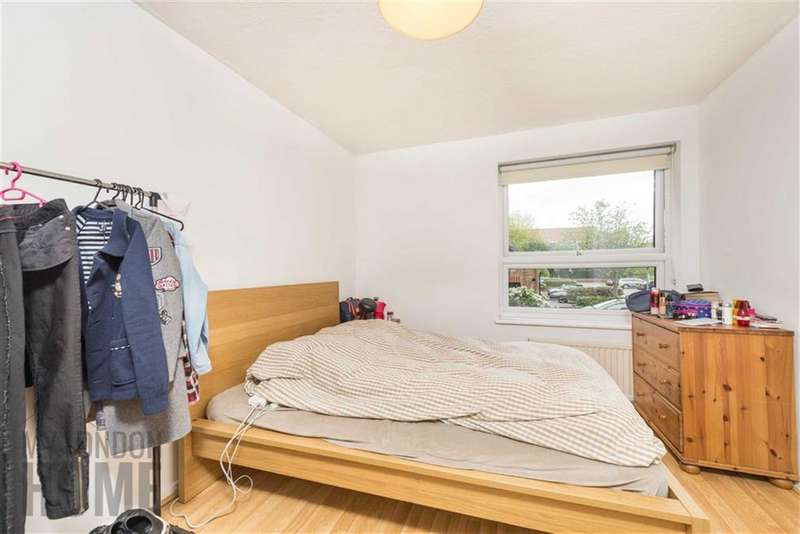 2 Bedrooms Flat for sale in Horseshoe Close, Canary Wharf, London, E14