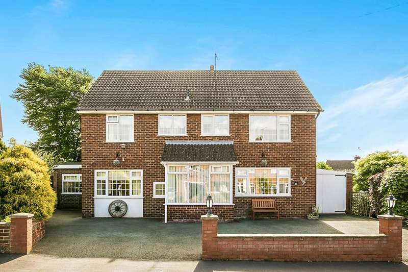 4 Bedrooms Detached House for sale in Oak Drive, Oswestry, SY11