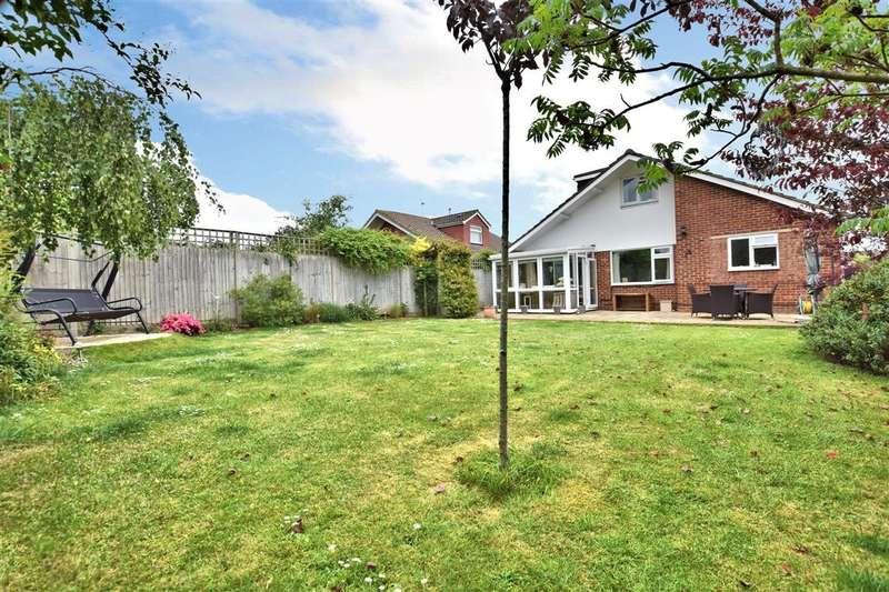 4 Bedrooms Detached Bungalow for sale in Oatlands Road, Shinfield, Reading, RG2
