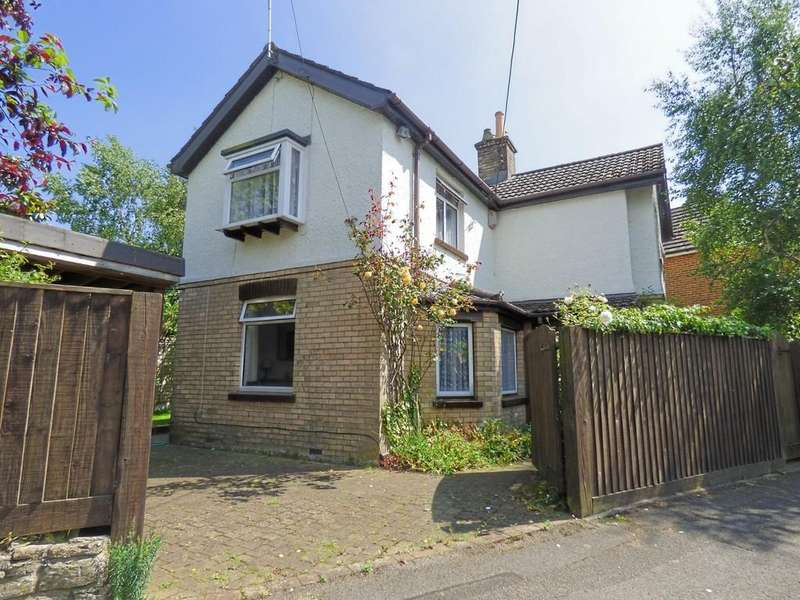 2 Bedrooms Detached House for sale in Broadstone