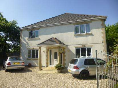 5 Bedrooms Detached House for sale in Southern Road, Callington, Cornwall