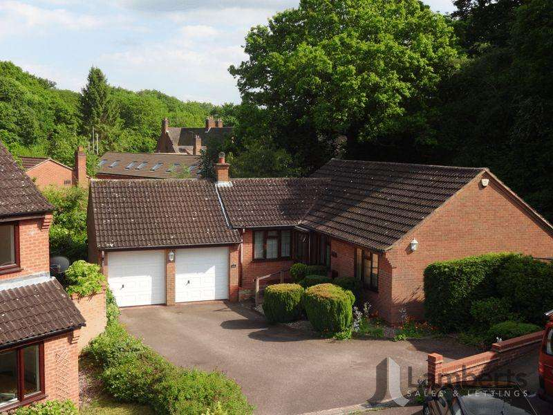 3 Bedrooms Bungalow for sale in Towbury Close, Oakenshaw South, Redditch