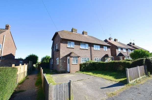 3 Bedrooms Semi Detached House for sale in Meadow Road, Hailsham, BN27