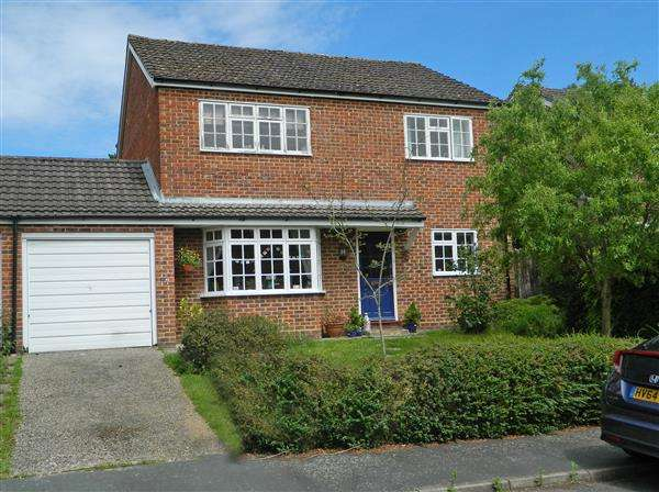 4 Bedrooms Detached House for sale in 'Strawberry Fields', 20 Cavalier Close, Midhurst