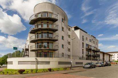 3 Bedrooms Flat for sale in Lochburn Gate, Maryhill, Glasgow