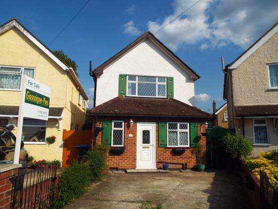 3 Bedrooms Detached House for sale in Addlestone, Surrey