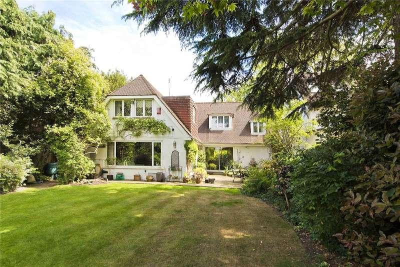 4 Bedrooms Detached House for sale in St. Leonards Road, Thames Ditton, Surrey, KT7