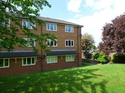 1 Bedroom Flat for sale in Mansion Court, Long Lane, Halesowen, West Midlands