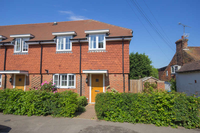3 Bedrooms Semi Detached House for sale in High Street, Dormansland