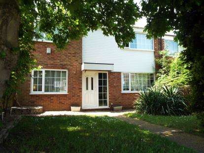 3 Bedrooms End Of Terrace House for sale in Teesdale Court, Beeston, Nottingham