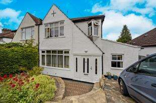 4 Bedrooms Semi Detached House for sale in Beverley Road, Whyteleafe, Surrey