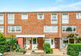 2 Bedrooms Maisonette Flat for sale in Harrison Close, Reigate, Surrey