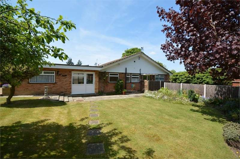2 Bedrooms Detached Bungalow for sale in Selbourne Close, New Barn