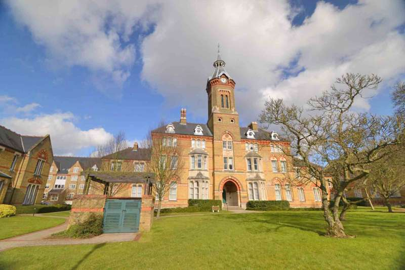 2 Bedrooms Apartment Flat for sale in Exeter Close, Watford