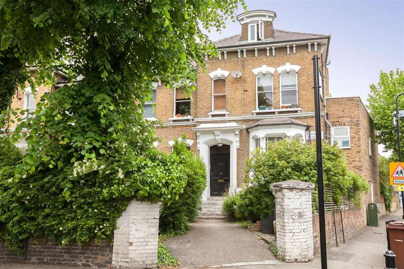 2 Bedrooms Flat for sale in Cazenove Road, London