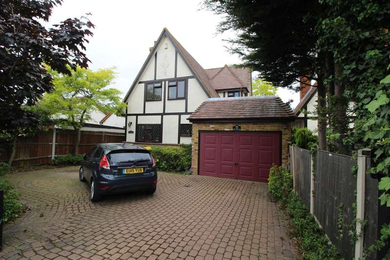 4 Bedrooms Detached House for sale in Imperial Avenue, Maylandsea
