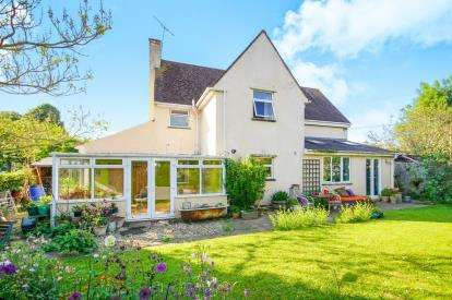 4 Bedrooms Detached House for sale in Tyning Crescent, Slimbridge, Gloucester, Gloucestershire