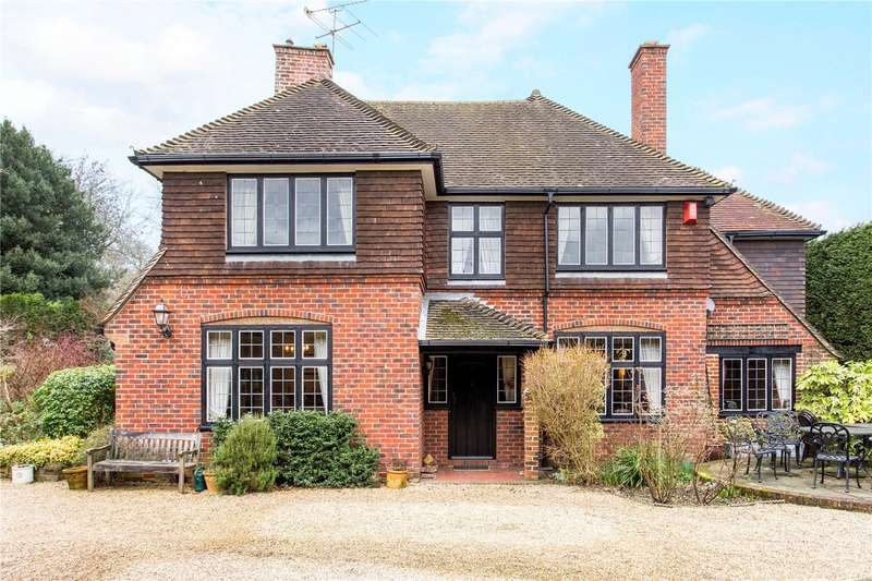 4 Bedrooms Detached House for sale in Cobbetts Lane, Yateley, GU46