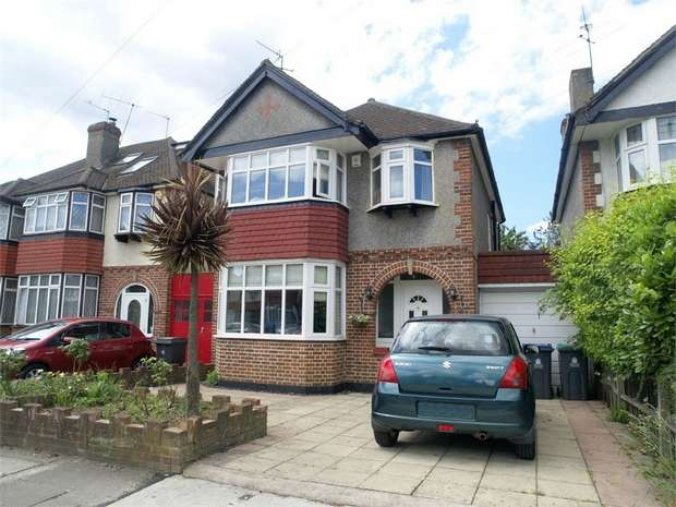 3 Bedrooms Detached House for sale in Gainsborough Road, New Malden