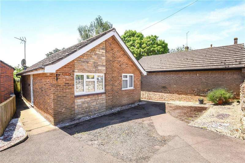 2 Bedrooms Bungalow for sale in High Street, Greens Norton, Towcester, Northamptonshire
