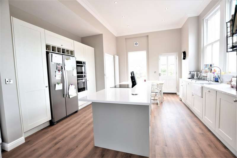 4 Bedrooms Semi Detached House for sale in Swann Lane, Cheadle Hulme