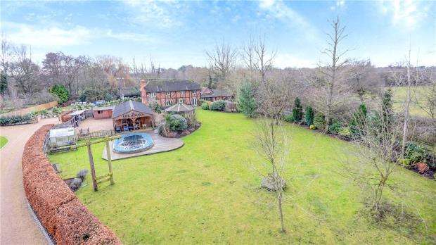 6 Bedrooms Detached House for sale in New Mill Road, Eversley, Hook