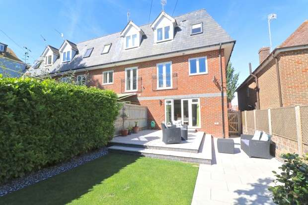 4 Bedrooms Terraced House for sale in St. Annes Road, Eastbourne, BN21