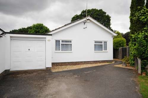 3 Bedrooms Bungalow for sale in Nightingale Close, Verwood, Dorset