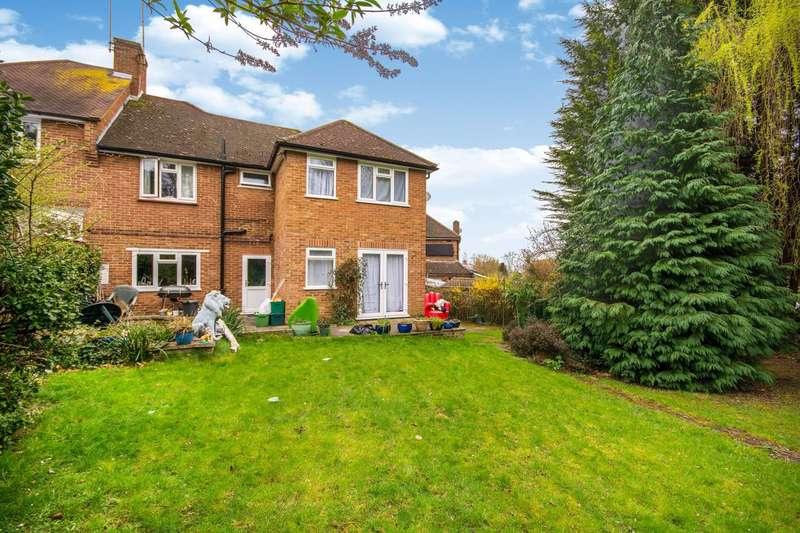 4 Bedrooms Semi Detached House for rent in Abbots Green, Gravel Hill, CR0
