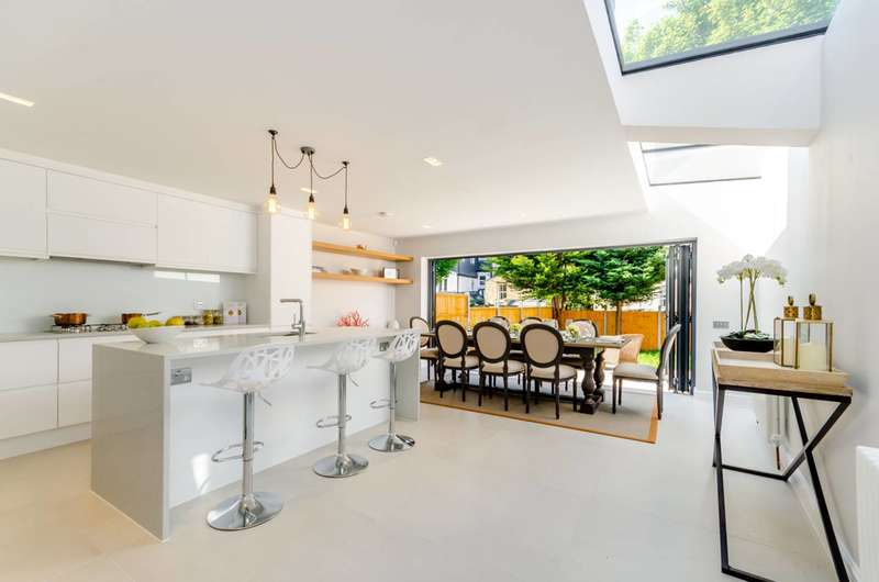 4 Bedrooms Terraced House for sale in Bassingham Road, Wandsworth, SW18