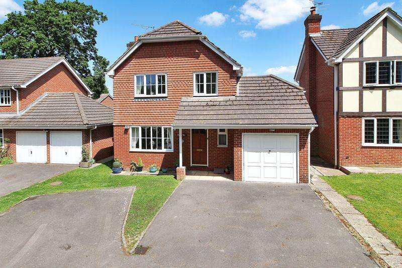 4 Bedrooms Detached House for sale in Treadcroft Drive, Horsham
