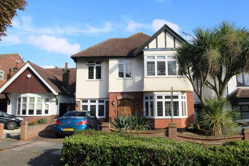 4 Bedrooms Detached House for sale in The Drive, Chalkwell, Chalkwell, SS0