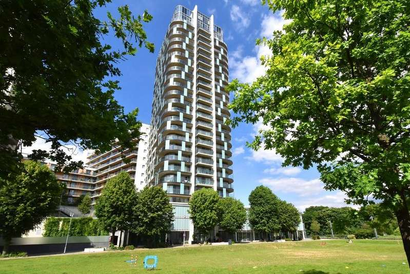 2 Bedrooms Flat for sale in Cornmill Lane SE13