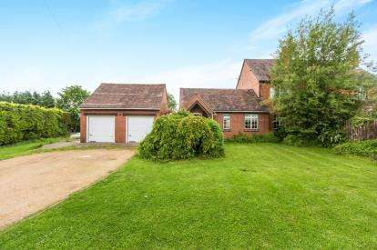 3 Bedrooms Semi Detached House for sale in New Cottages, Broughton Hackett, Worcester, Worcestershire
