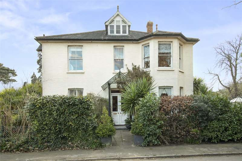 5 Bedrooms Detached House for sale in Oatlands Drive, Weybridge, Surrey, KT13